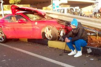 Украинский нападающий турецкого клуба «Газиантепспор» Артем Милевский попал в дорожно-транспортное происшествии. Футболист не пострадал, а вот машина восстановлению не подлежит.
