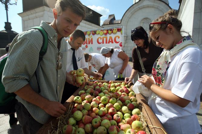Яблочный Спас — народное название праздника Преображения Господне, отмечается 19 августа