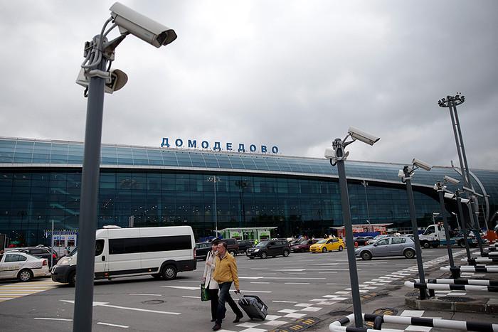 Самолет врезался в фонарный столб в Домодедово