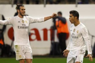 Криштиану Роналду (справа) и Гарет Бэйл принесли своими ударами победу «Реалу»