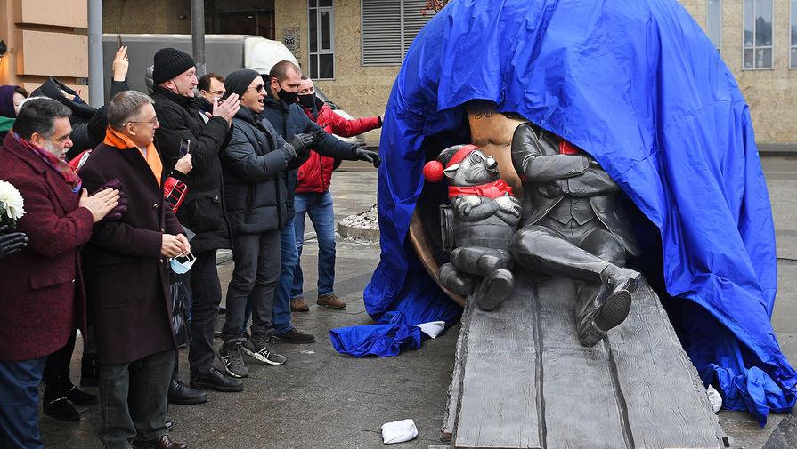 На церемонии открытия скульптурной композиции «Атом Солнца Олега Табакова» в Москве, 14 декабря 2020 года