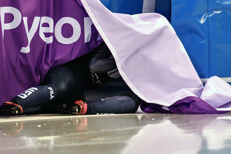 Лара ван Рёйвен (Нидерланды) на дистанции в квалификационном забеге на 500 метров в соревнованиях по шорт-треку среди женщин на XXIII зимних Олимпийских играх в Пхенчхане, 10 февраля 2018 года