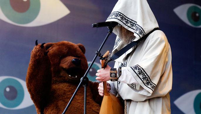 Солист группы «Нейромонах Феофан» во время выступления на фестивале в Тульской области...