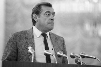 Михаил Борисович Лещинский, собственный корреспондент Гостелерадио СССР по Афганистану, выступает на VII съезде Союза журналистов СССР, 1987 года