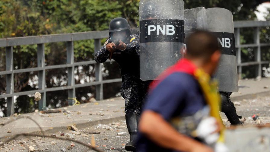 Венесуэла отправила военных на границу с Колумбией