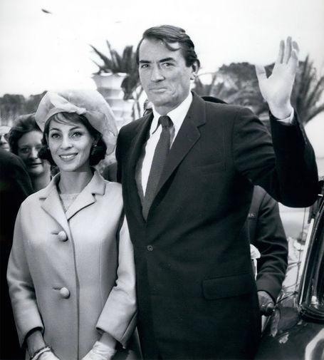 Грегори Пек познакомился со своей будущей женой французской журналисткой Вероник Пассани в 1953 году во время интервью. Спустя шесть месяцев состоялось их первое свидание, после которого они больше не расставались до самой смерти актера и прожили вместе 48 лет. На фото: Грегори Пек и Вероник Пассани, 1964 год