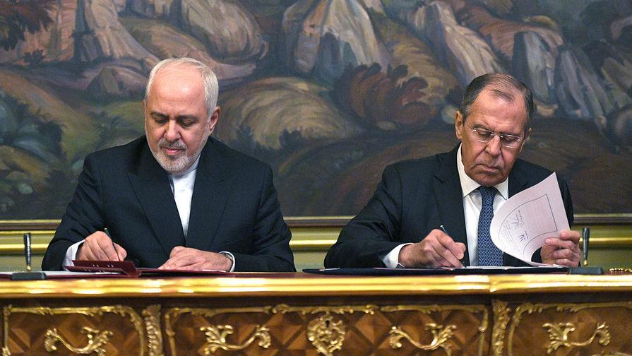 Министр иностранных дел РФ Сергей Лавров и министр иностранных дел Исламской Республики Иран Мухаммад Джавад Зариф во время подписания документов по итогам встречи в Москве, 8 мая 2019 года