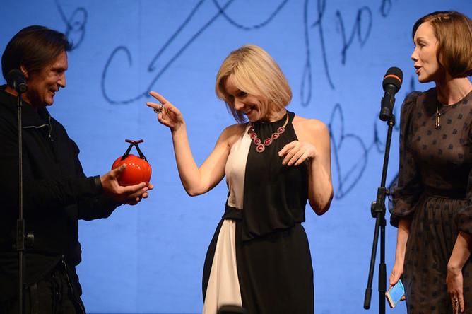 Актрисы Марина Зудина и Дарья Мороз на церемонии вручения премии Олега Янковского «Творческое открытие» в театре «Ленком», 2014 год