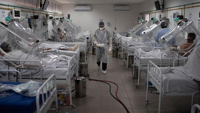 Пациенты на неинвазивной системе подачи кислорода в госпитале в Манаусе, Бразилия
