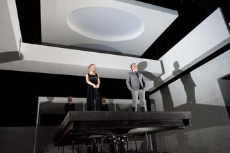 Спектакль Богомолова «Идеальный муж» претендует на «Золотую маску» в номинации «Драма/спектакль большой формы»