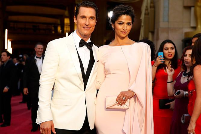Актер Мэттью Макконахи с женой перед началом церемонии вручения премии «Оскар»
