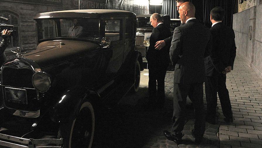 Владимир Путин в одном из павильонов «Ленфильма»