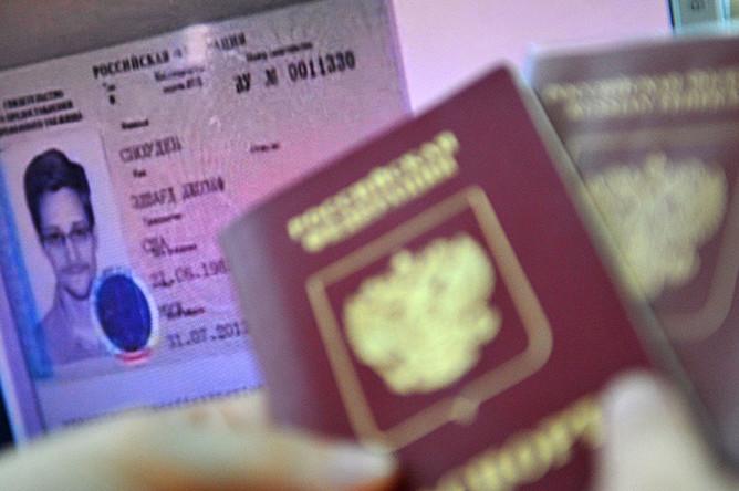 Документы Эдварда Сноудена, получившего временное убежище в России, 2013 год