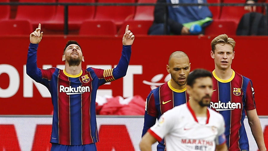 Лионель Месси празднует гол в матче «Севилья» — «Барселона»