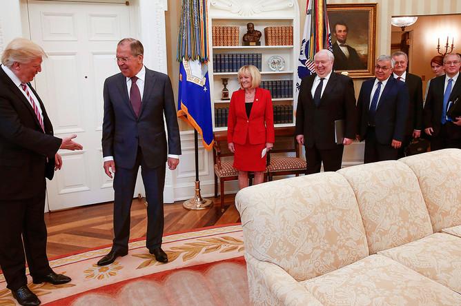 Президент США Дональд Трамп и министр иностранных дел РФ Сергей Лавров перед началом встречи в Белом доме