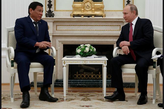Президент Филиппин Родриго Дутерте и президент России Владимир Путин во время встречи в Москве, 23 мая 2017 года