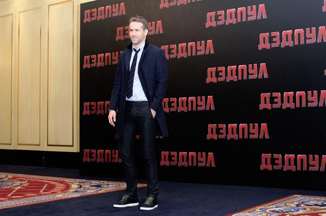 Райан Рейнольдс перед пресс-конференцией в Москве, 2016 год