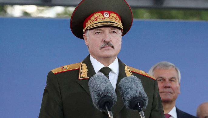 «Время непростое»: Лукашенко сменил военное руководство страны