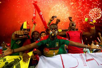 Болельщики сборной Камеруна празднуют победу в Кубке Африки — 2017