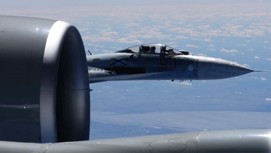 Приблизился к границе: Су-27 сопроводил американский самолет