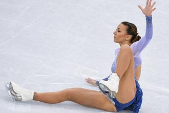 Николь Шотт (Германия) выступает в короткой программе женского одиночного катания командных соревнований по фигурному катанию на XXIII зимних Олимпийских играх в Пхенчхане, 11 февраля 2018 года