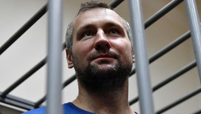 Хоккеист Игорь Мусатов, обвиняемый в мошенничестве с криптовалютой, во время избрания меры пресечения в Кузьминском районном суде, 2019 год