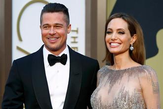 Актер Бред Питт с женой и актрисой Анджелиной Джоли перед началом церемонии вручения премии «Оскар»