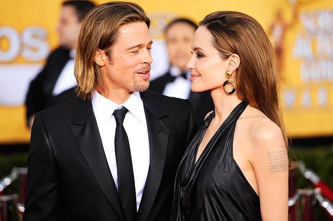 Брэд Питт и Анджелина Джоли перед 18-й церемонией вручения наград премии Гильдии киноактеров США в Лос-Анджелесе, 2012 год