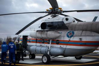 Вертолет МЧС РФ, доставивший в больницу пострадавших в ДТП с участием туристского автобуса и грузового автомобиля на 158 км трассы «Скандинавия»