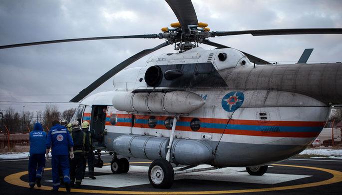Вертолет МЧС РФ, доставивший в больницу пострадавших в ДТП с участием туристского автобуса и...