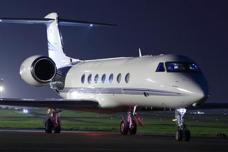 Частный самолет Gulfstream G550 в международном аэропорту Шереметьево