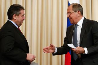 Министр иностранных дел ФРГ Зигмар Габриэль и министр иностранных дел России Сергей Лавров во время пресс-конференции в Москве, март 2017 года
