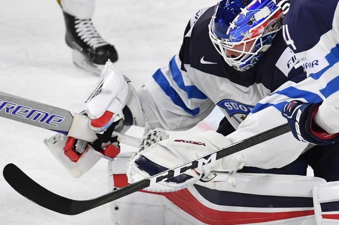 Вратарь сборной Финляндии Йоонас Корписало в матче за третье место чемпионата мира по хоккею – 2017 с Россией