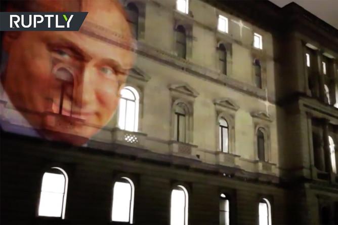 Проекция Владимиром Путиным с на здании МИД Великобритании, 19 марта 2018 года