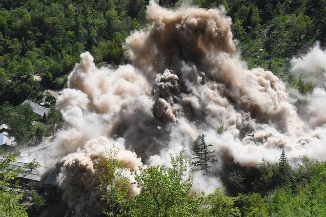 Подрыв вспомогательных сооружений на ядерном полигоне Пхунгери на севере КНДР, 24 мая 2018 года