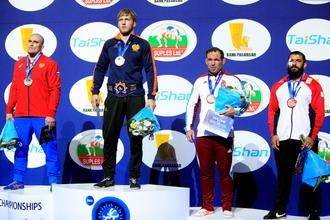 Российские спортсмены провалились на чемпионате мира по борьбе в Париже