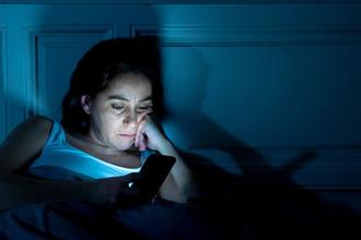 Синий свет: от смартфона можно состариться