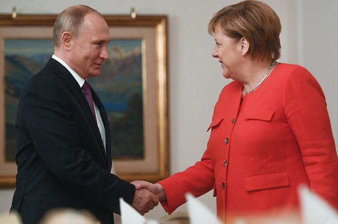 Президент РФ Владимир Путин и канцлер ФРГ Ангела Меркель во время встречи «на полях» саммита «Группы двадцати» в Буэнос-Айресе, 1 декабря 2018 года