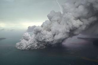 Извержение вулкана Анак-Кракатау