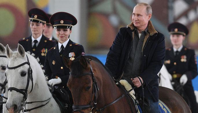 Президент России Владимир Путин во время посещения Первого оперативного полка полиции Главного управления МВД России по Москве, 7 марта 2019 года