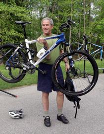 Буш не всегда дружил с велосипедом