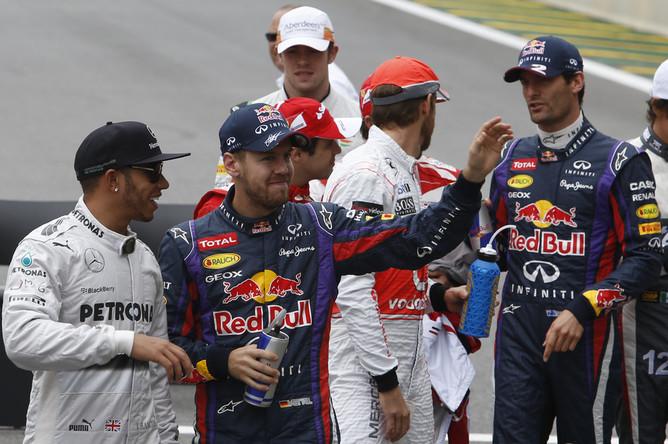 Себастьян Феттель празднует победу в заключительном этапе текущего сезона Формулы-1 — Гран-при Бразилии.