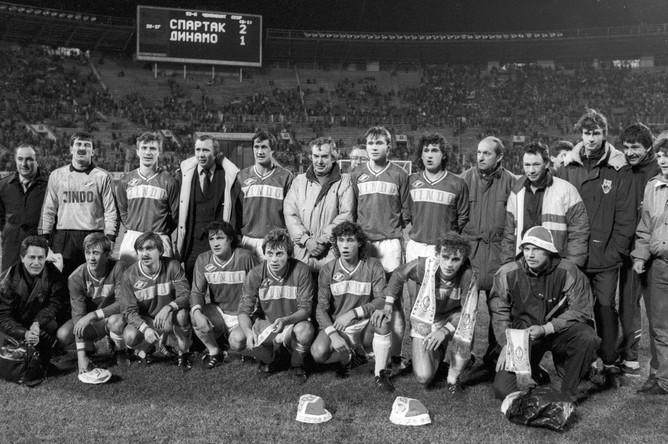 Федор Черенков (третий слева в нижнем ряду) в составе московского «Спартака»