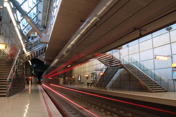 Станция метро проекта Нормана Фостера в Бильбао, Испания