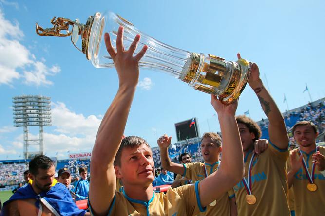 ФК «Зенит» празднует победу в чемпионате России по футболу среди клубов Премьер-лиги, 2015 год