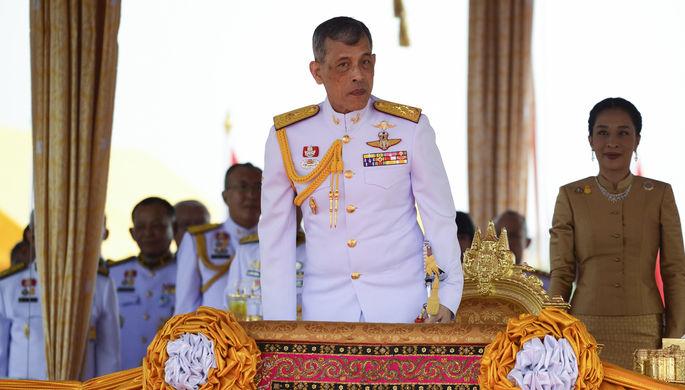 На курорт с любовницами: король Таиланда разозлил подданных