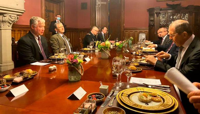 Сергей Лавров и Стивен Биган во время обеда в Москве, 25 августа 2020 года