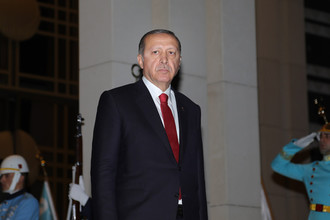 Президент Турции Реджеп Тайип Эрдоган во время встречи президента РФ Владимира Путина на крыльце президентского дворца в Анкаре