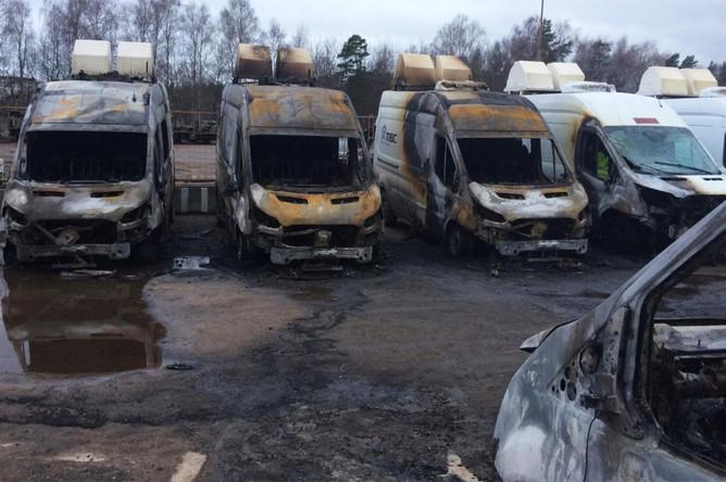 Последствия пожара на стоянке мобильных комплексов видеофиксации в Раменском районе Подмосковья, 12 ноября 2019 года
