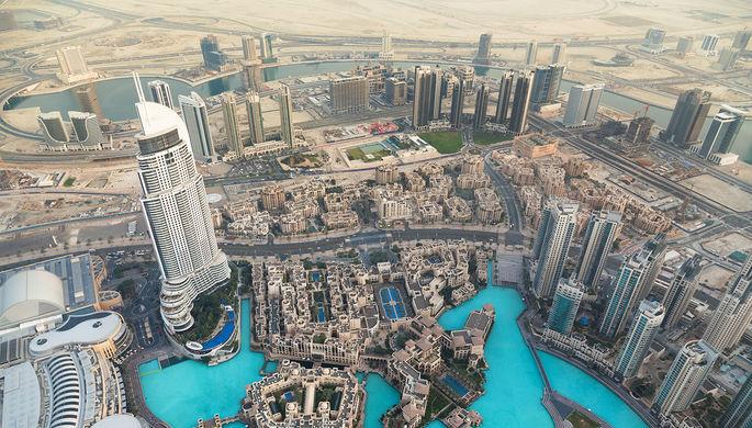 Вид на Дубаи с самого высокого здания мира, небоскреба Бурдж-Халифа (824 м)